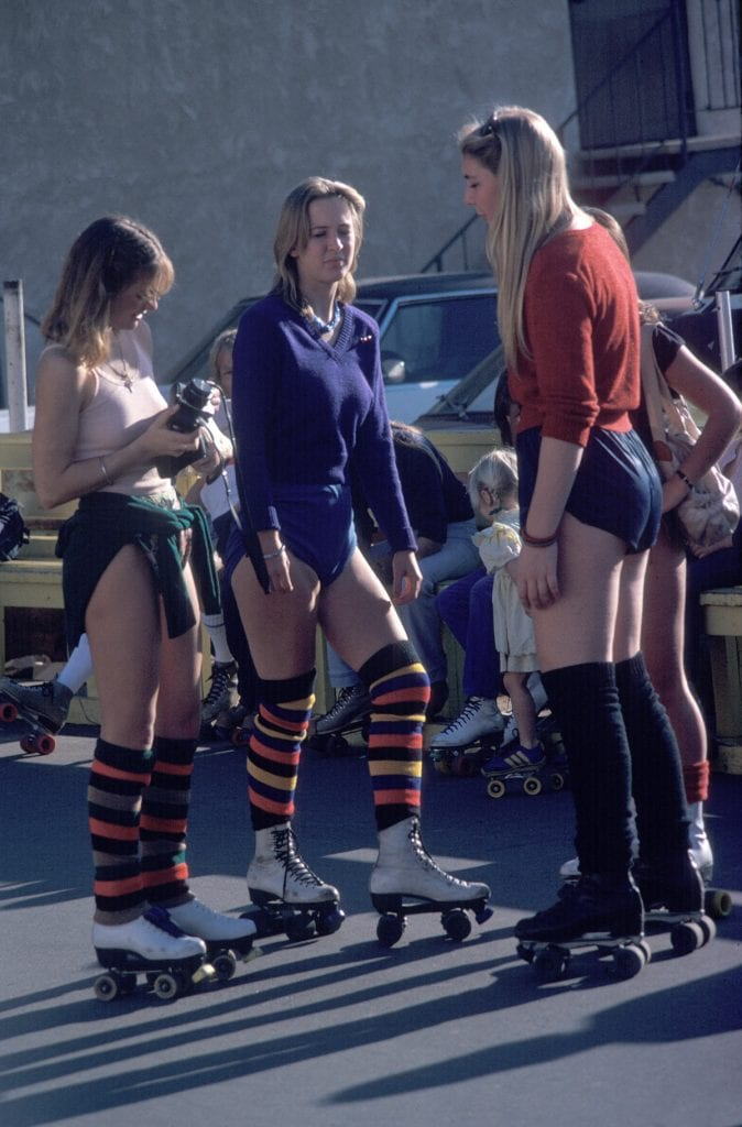 LOS ANGELES - DECEMBER 28: Girls getting ready to roller skate on December 28, 1979 in Venice Beach, CA. (Photo by Waring Abbott/Getty Images)
