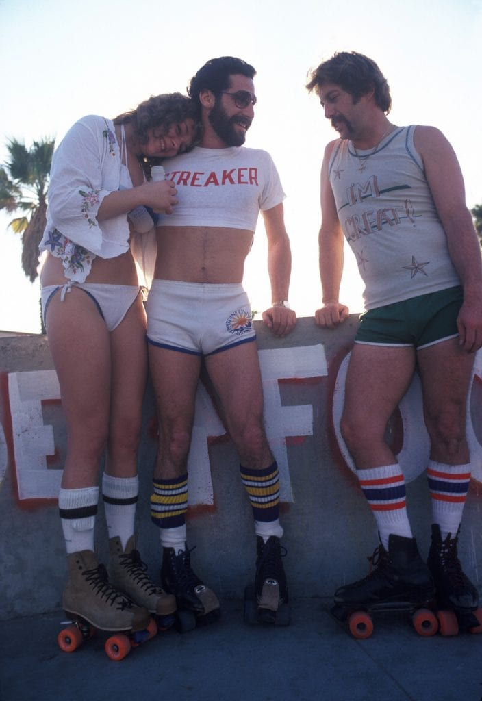 LOS ANGELES - DECEMBER 28: A woman and two men taking a break from roller skating on December 28, 1979 in Venice Beach, CA. (Photo by Waring Abbott/Getty Images)